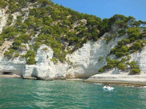visitare grotte marina Vieste in bacrca
